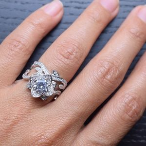 Jewelry - CERTIFIED 3.00 cttw Flower Engagement Ring
